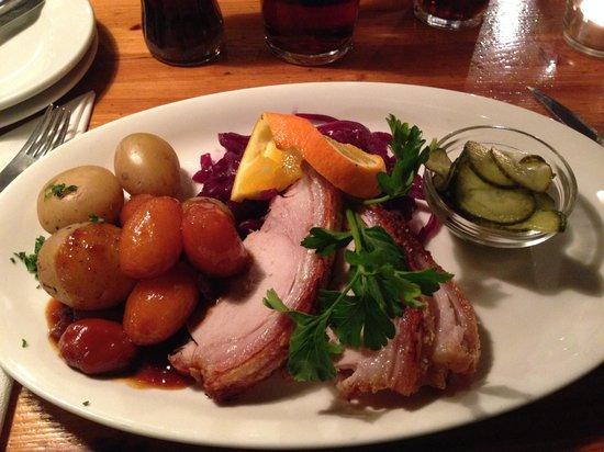 Restaurant Puk : Fette di arrosto di maiale con cavolo rosso e patate