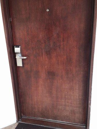 Sheraton Senggigi Beach Resort: Door of deluxe room . Need better maintenance