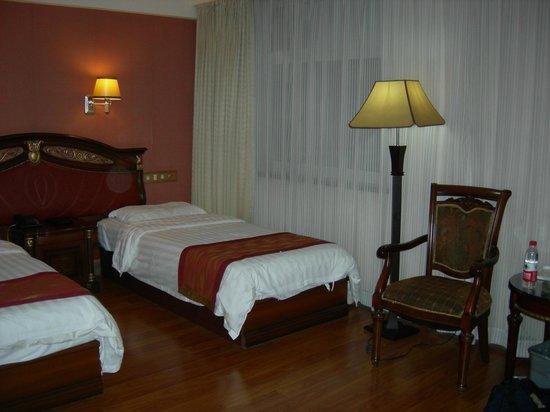 King's Joy Hotel: Deluxe 2 bed room