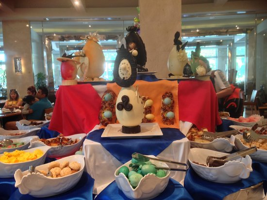 Calista Luxury Resort: Easter day in the resturant