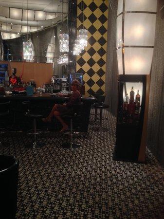 Calista Luxury Resort: the black bar