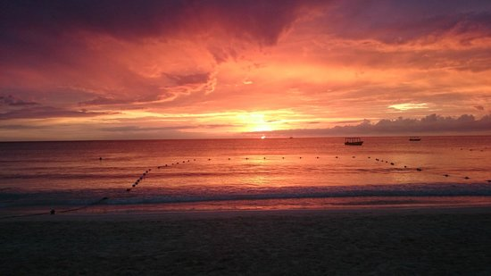 White Sands Negril: one of the nicest sunsets ever .....and not enhanced