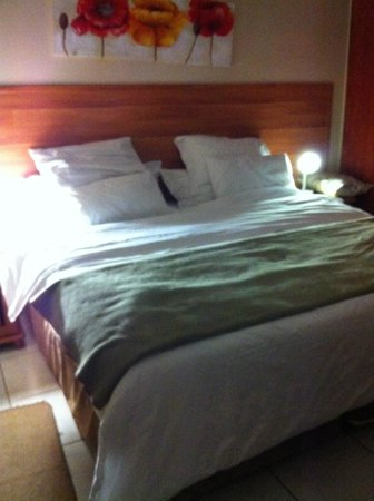 Sunrock Guesthouse: The most beautiful bed/most comfortable I've ever been in.