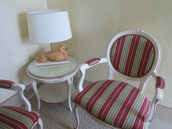 Hotel Rivalago: décor de la chambre (très belle lampe canard)