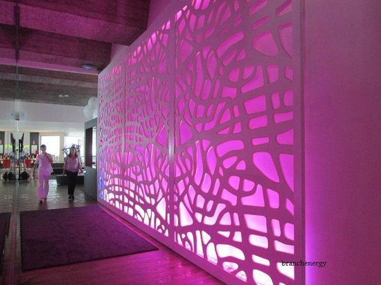 ME Mallorca: Mood lighting walkway from reception to dining area