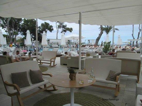 ME Mallorca: poolside bar area