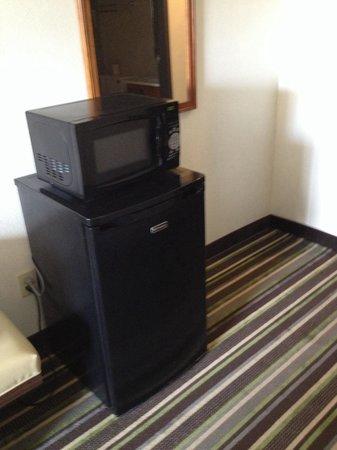 Super 8 Roswell: Mini fridge/microwave