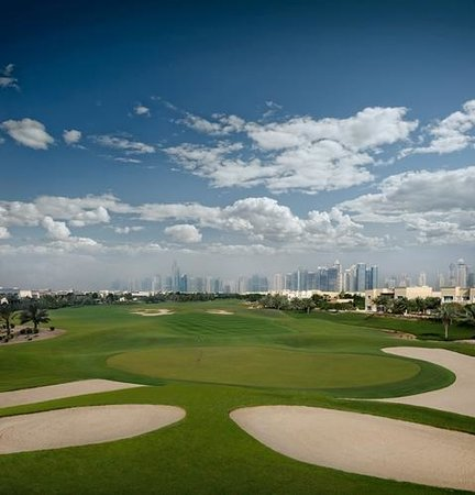 The Address Montgomerie Dubai Golf Course : Hole 4 - Skyline view