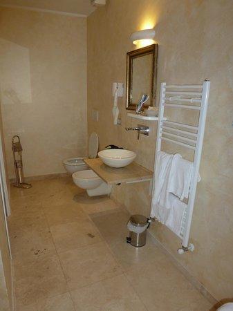 B&B Le Stanze del Duomo : bagno camera matrimoniale