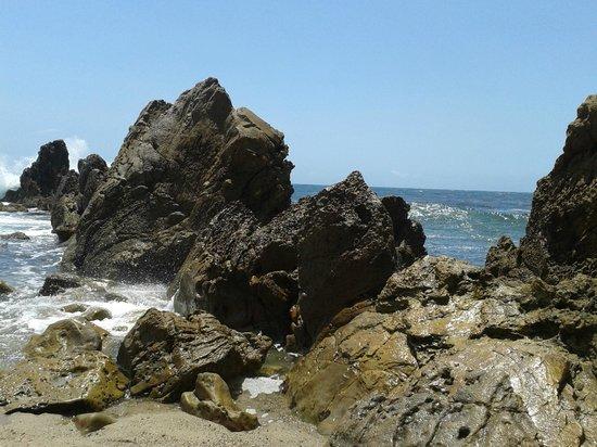 Little Corona Beach: rocks