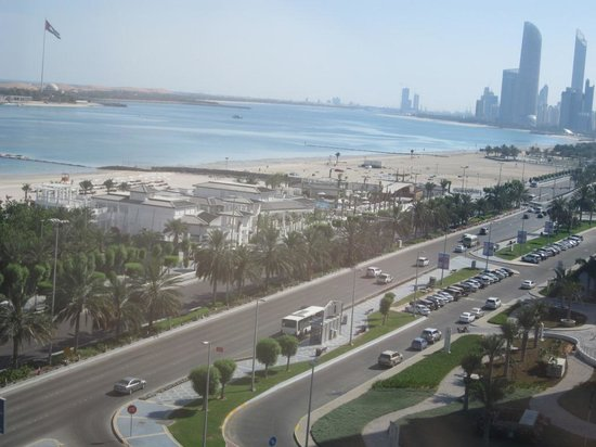 Hilton Abu Dhabi: View from the bedroom towards the city