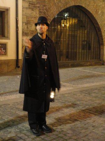 McGee's Ghost Tours of Prague: Pura performance!