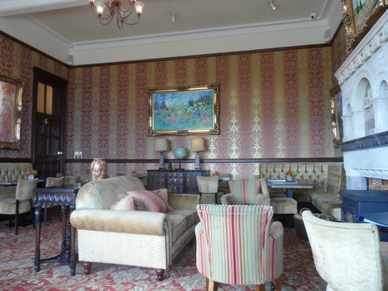 Camelot Castle Hotel : the bar