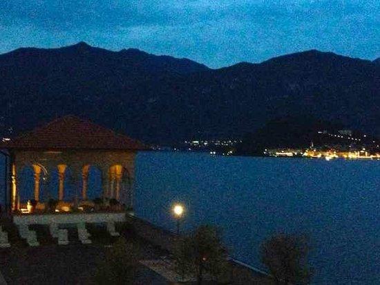 Grand Hotel Cadenabbia: terrace towards the lights of Bellagio