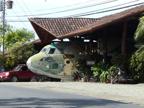 Falls Resort at Manuel Antonio: el avion