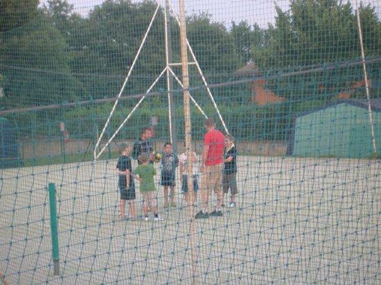 I Pini Family Park: campo da tennis