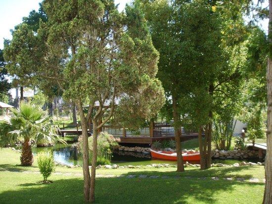 Parque Hotel Jean Clevers: Pequeno lago no parque do hotel