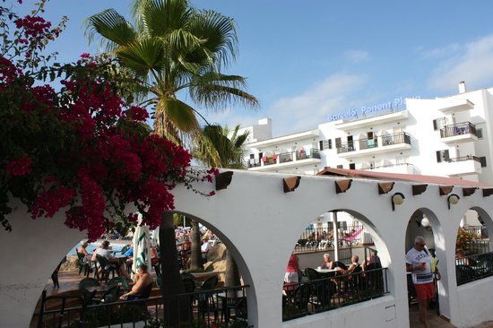 Barcelo Ponent Playa: Вход в отель