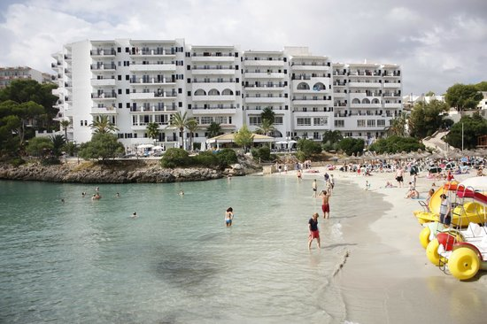 Barcelo Ponent Playa: Отель и бухта