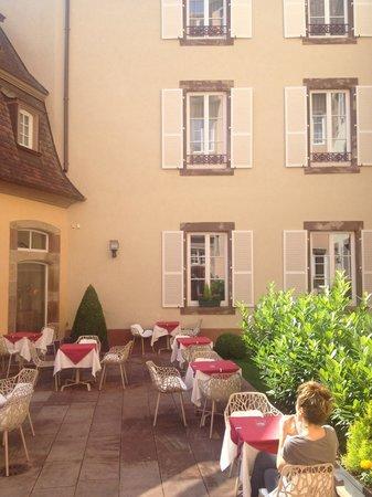 Hotel Le Bouclier d'Or: Courtyard