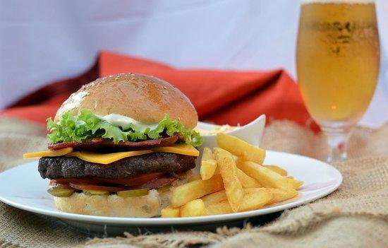 The Iron Crown Pub & Bistro: Amazing Burger