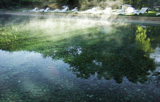 São Sebastião do Paraíso, MG: O vapor que sai das piscinas é natural nos dia frios!!!