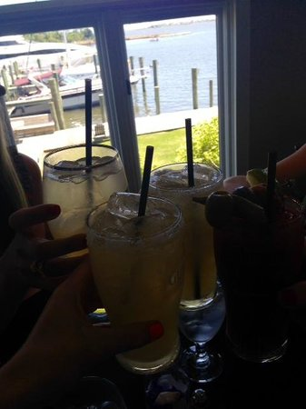 Avenue Waterfront Grille: Lunch & Drinks @ Avenue Grille