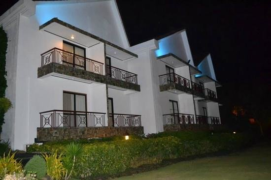 Thunderbird Resorts - Rizal: rooms overlooking the bay