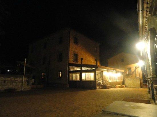 Villa di Monterosso: Esterno notte primaverile