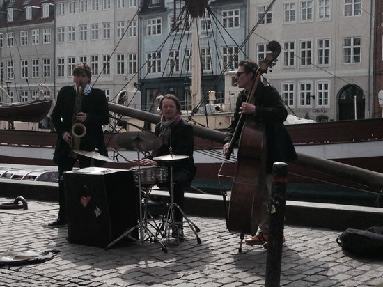 The Square Copenhagen : Musicians in Nyhavn