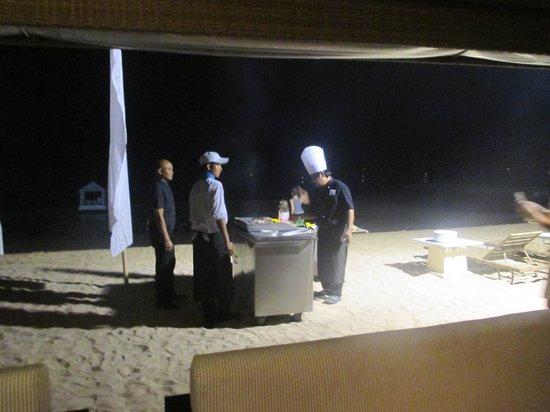 Puri Santrian Beach Club Bar & Restaurant : Preparations on the beach