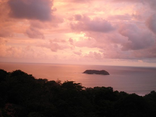 Playa Manuel Antonio : coucher de soleil ( restaurant el avion )