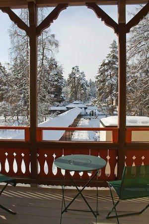 Villa Silvana im Waldhaus Flims Mountain Resort & Spa: wunderbares Licht und geräumiger Balkon