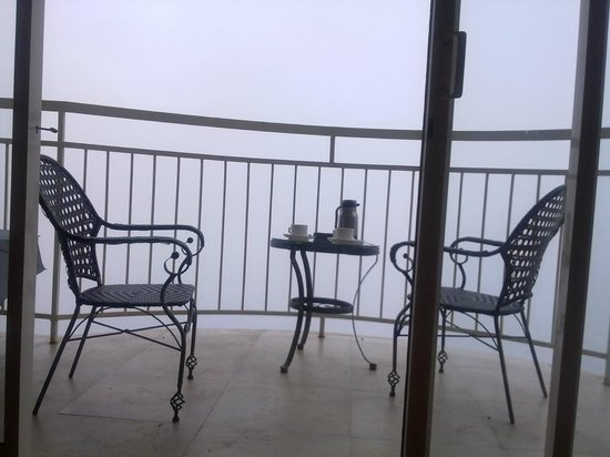 Deshadan Mountain Resorts : room with clouds