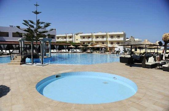 Golden Star Hotel : Piscine du Club Marmara