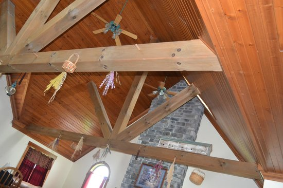 Premier Carriage House Cottages : Cieling of cottage