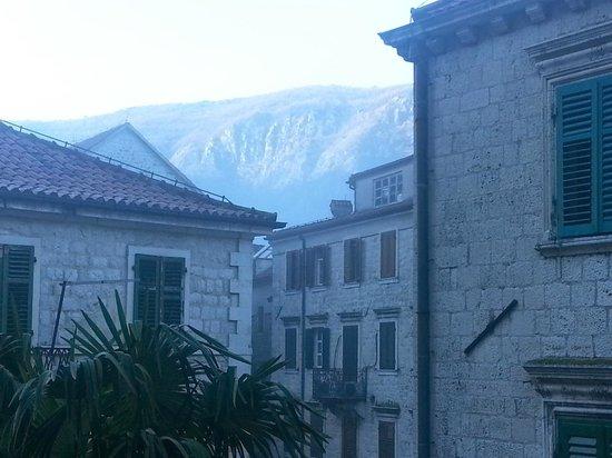 Hotel Monte Cristo: Вид из окна на площадь