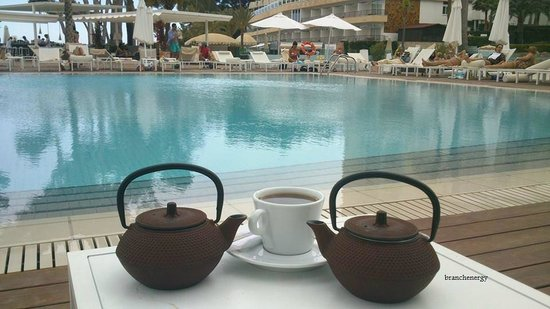 ME Mallorca: tea by the pool