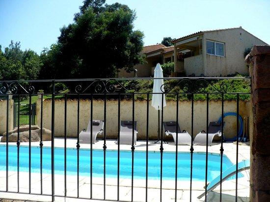 Rocca Rossa B&B : la piscine