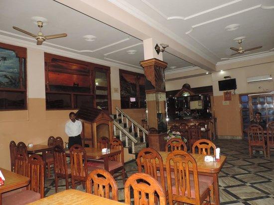 Shivam Hotel: Bar