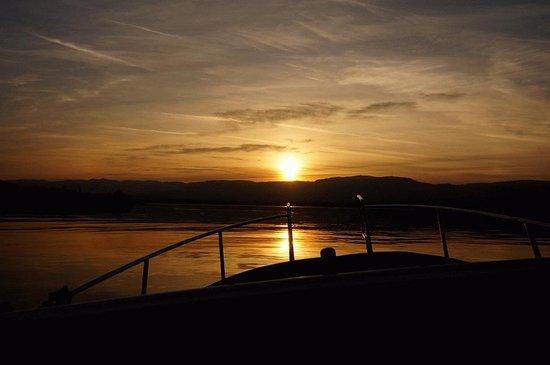 Lac Léman (Lac de Genève) : couché de soleil sur la suisse