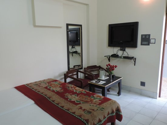 Shivam Hotel: Room