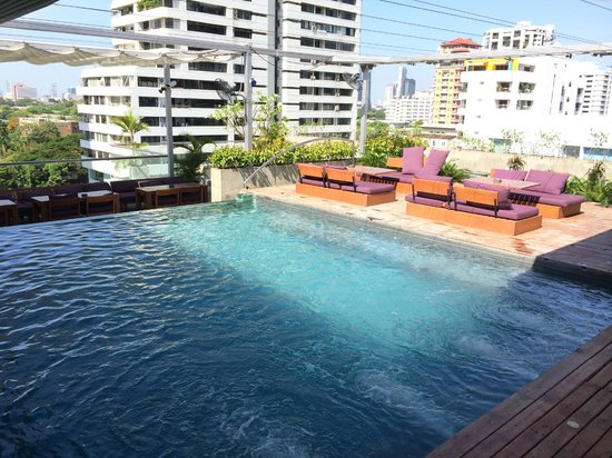 Galleria 10 Hotel Bangkok by Compass Hospitality: Small pool , but nice