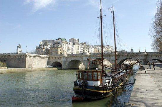 bateau quai de seine