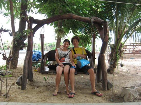 Wind Beach Resort: swing in front of reception