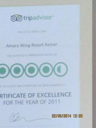 Alkoclar Exclusive Kemer: 4 ou 5 diplômes de satisfaction de Tripadvisor de # années sont affichés à l'accueil