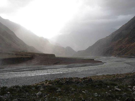Baisha Mountain : Der Ges-Fluss im mittleren Talabschnitt