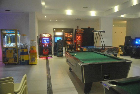 Hotel Lindos View: the basement - arcade games, pool & table tennis