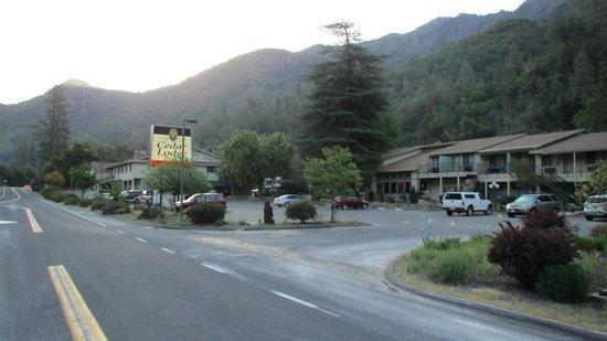 Yosemite Cedar Lodge: Cedar Lodge von außen