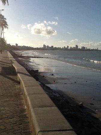 Verdegreen Hotel: VIsta da praia para Manaíra em frente ao Hotel